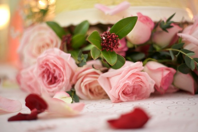 Close up of the pink roses on a wedding cake