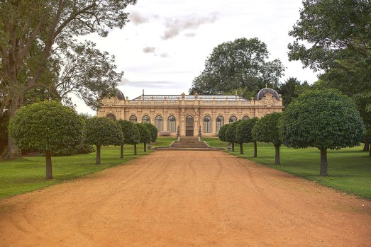 Building and gardens at Wrest Park wedding venue