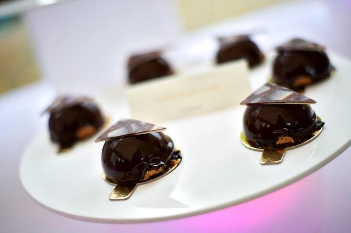 Mini chocolate wedding desserts